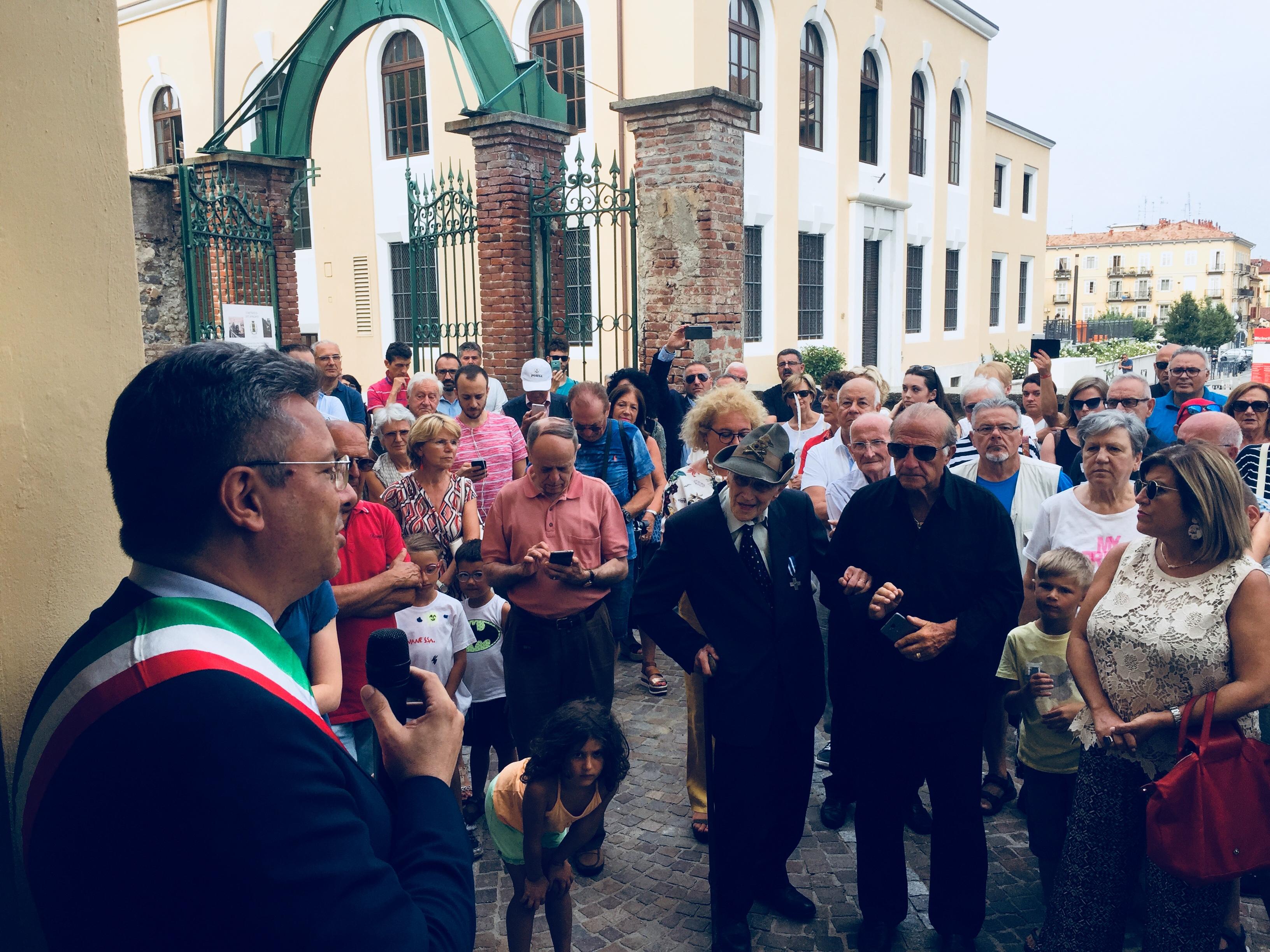 Il sindaco Marco Cavicchioli durante il suo intervento all'inaugurazione della funicolare