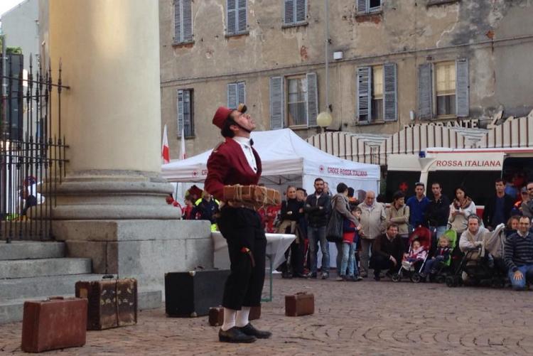 Spettacolo in piazza San Giovanni Bosco (Foto: Facebook/Streetart Rivafestival)