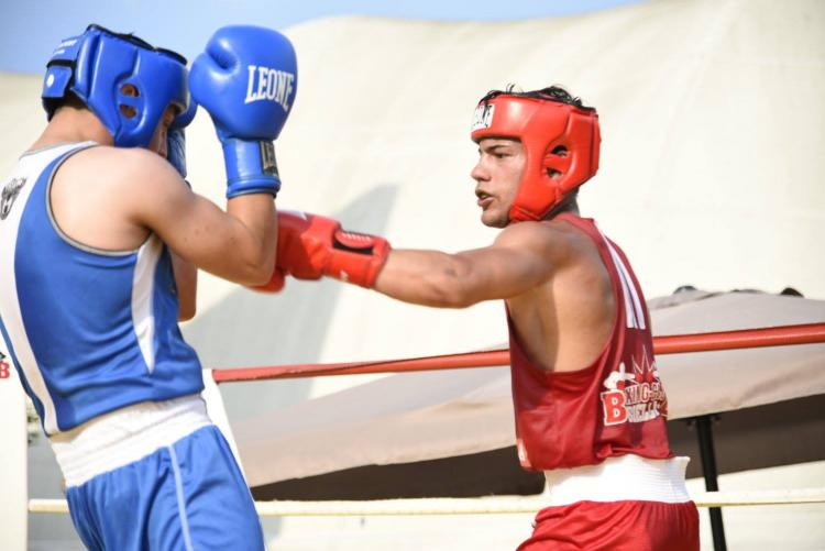 Boxe sotto le stelle in piazza Cisterna
