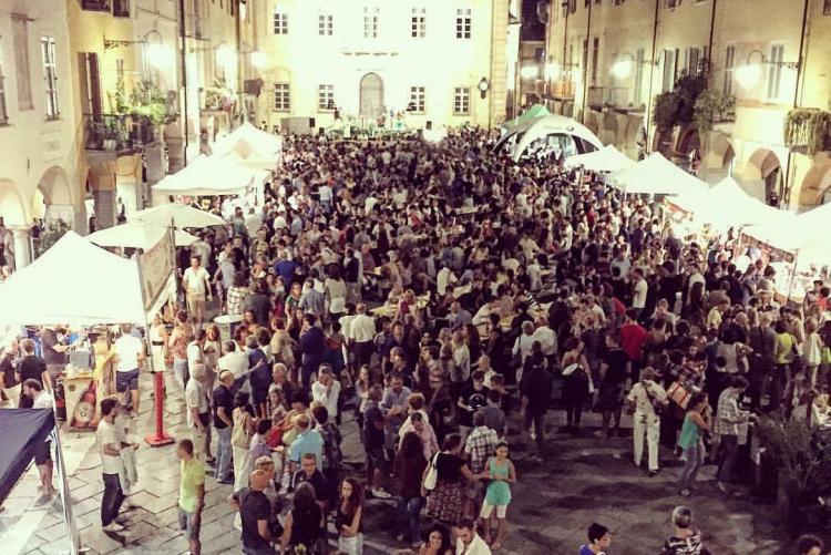 Piazza Cisterna nell'edizione 2015 di Bolle di Malto