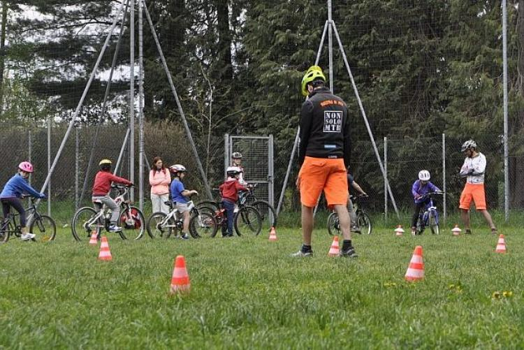 A scuola di mountain bike (foto: Play Full eventi)