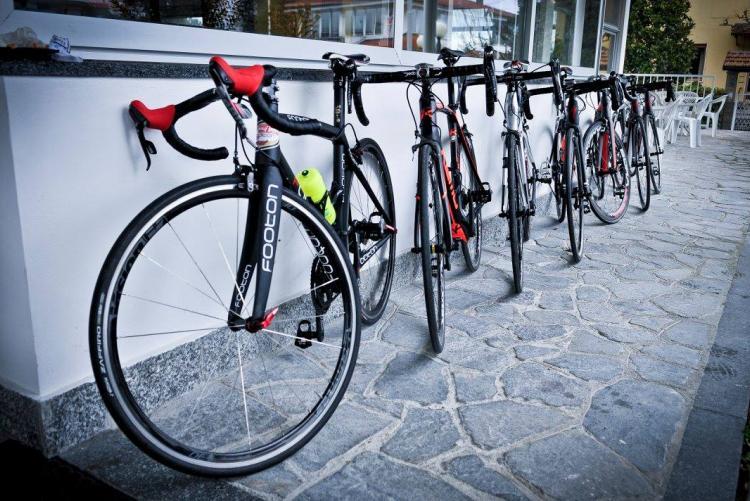 Biciclette in attesa della partenza (Foto: Facebook/Ucab 1925 Biella)
