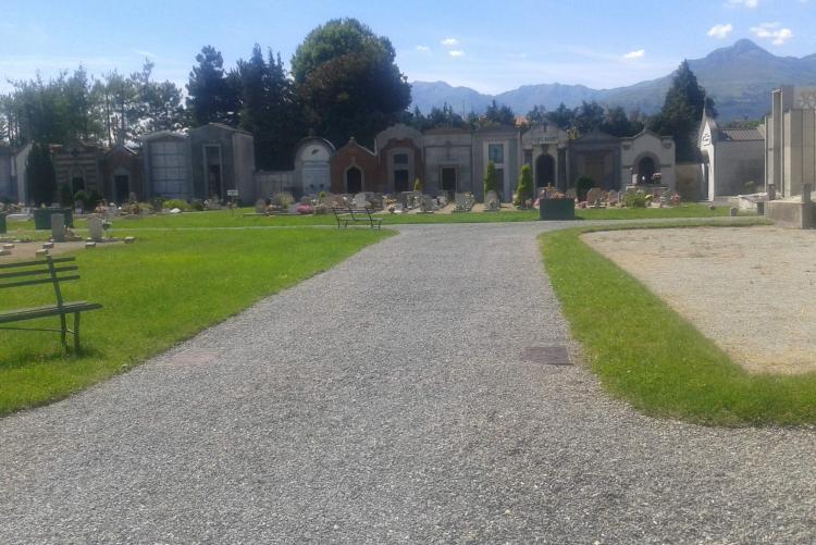 Il cimitero di Chiavazza dopo il taglio dell'erba
