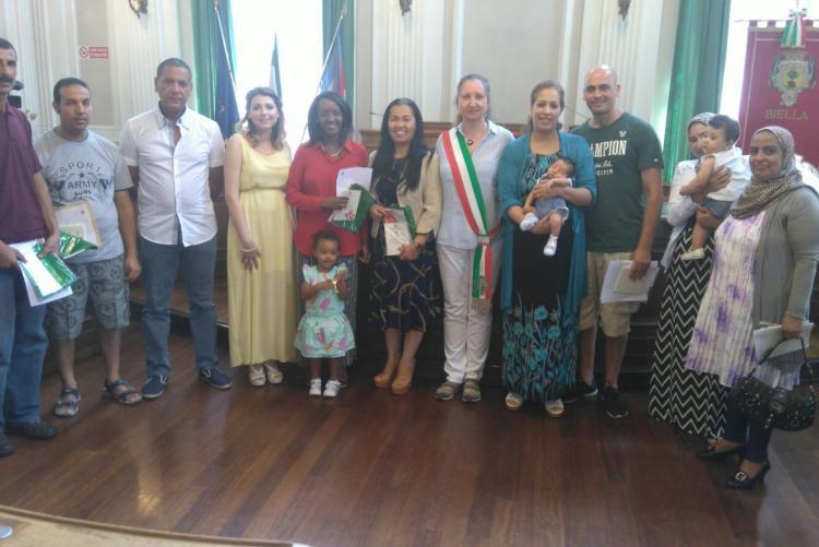 I nuovi cittadini italiani con l'assessore Valeria Varnero