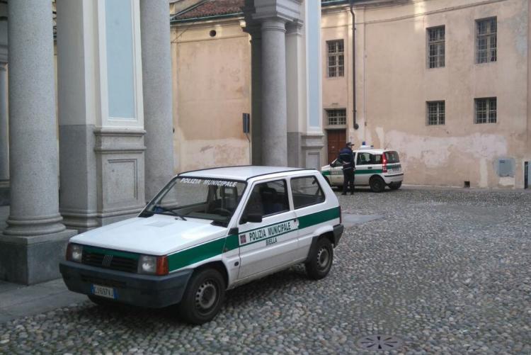 Auto di servizio della polizia municipale