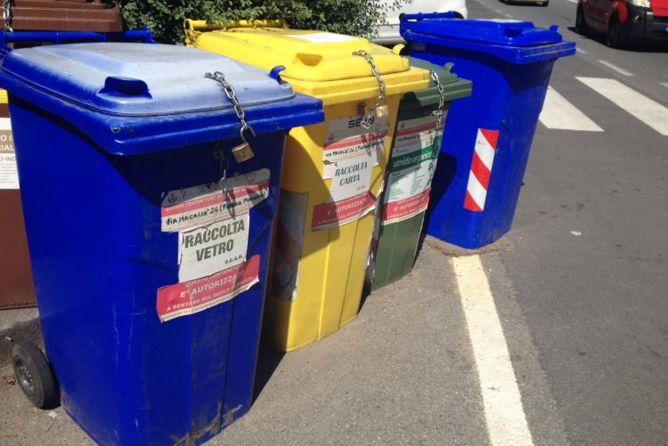 Contenitori per la raccolta differenziata in città