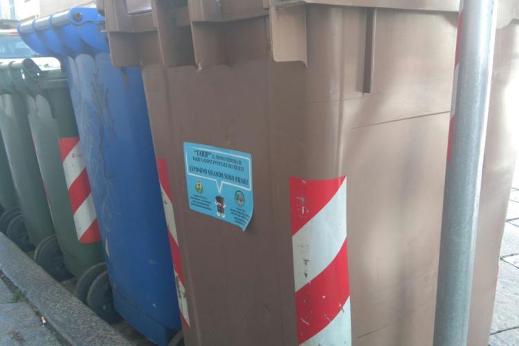 Contenitori per la raccolta dei rifiuti in città