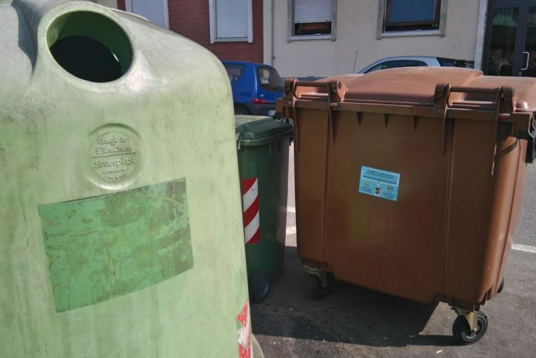 Contenitori per i rifiuti in città