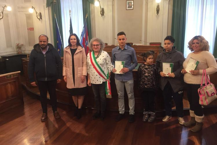I nuovi cittadini italiani con l'assessore Fulvia Zago