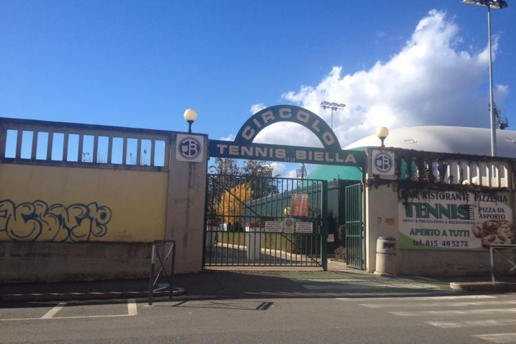 L'ingresso del Circolo Tennis Biella in via Liguria