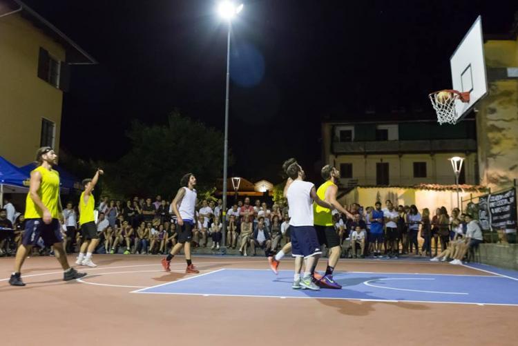 Una partita del 3 vs 3 Città di Biella in piazza del Monte