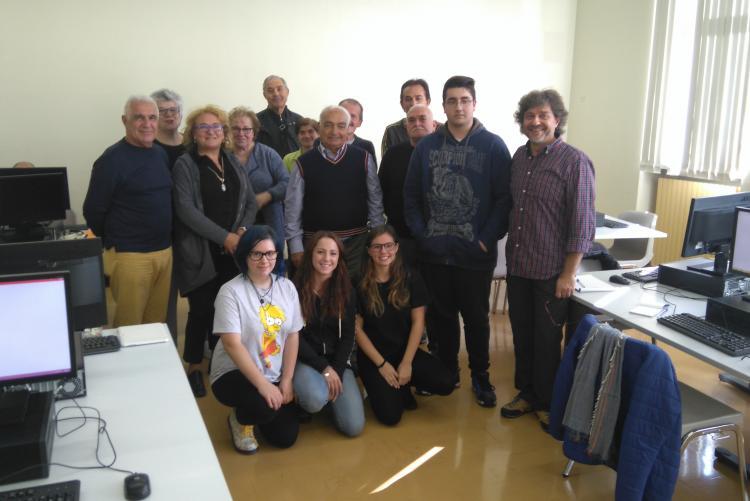 Docenti, allievi e tutor di uno dei corsi di #Biellainclude con l'assessore Zago