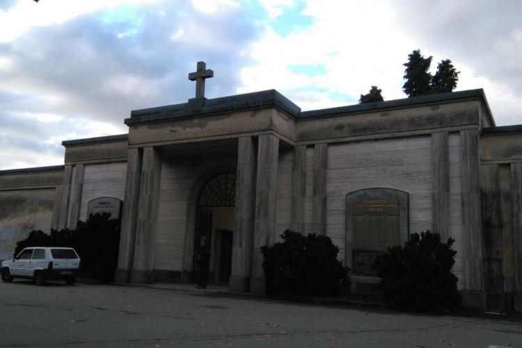 L'ingresso del cimitero di Chiavazza