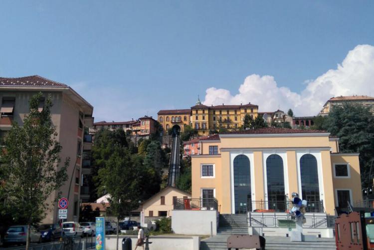 La Funicolare vista da piazza Curiel