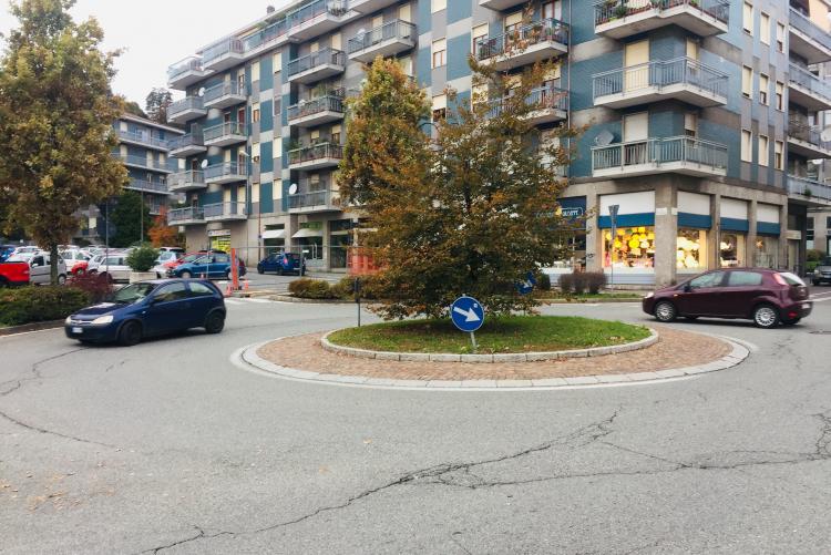 La rotonda tra via Cavour e piazza Martiri