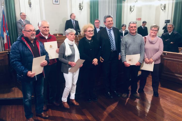 I neo-pensionati presenti alla cerimonia con il sindaco Marco Cavicchioli e l'assessore al personale Fulvia Zago