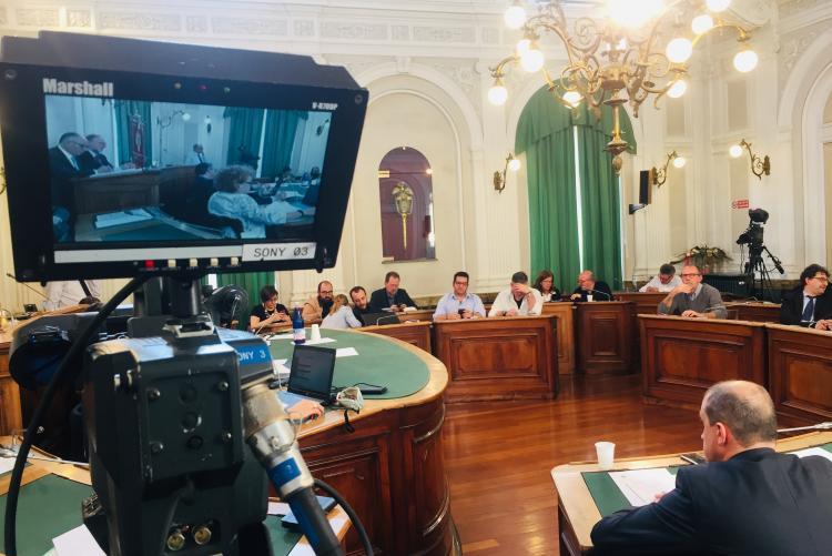 I consigli comunali sono ripresi e trasmessi in diretta tv e web