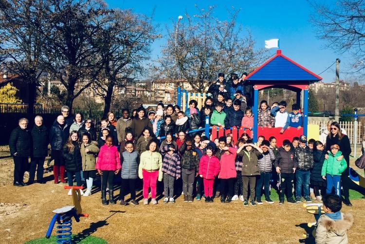 I bambini all'inaugurazione dell'area giochi al centro sportivo di Pavignano