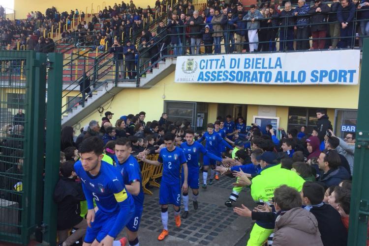 L'ingresso in campo dell'Italia per il secondo tempo