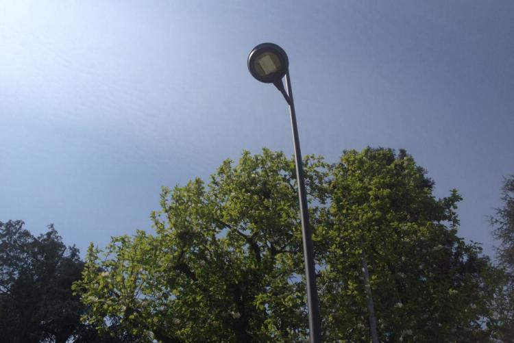 Uno dei nuovi lampioni a led installati in città