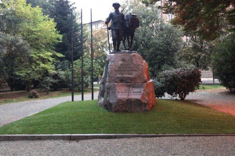 Il monumento ai caduti dei giardini Zumaglini appena restaurato