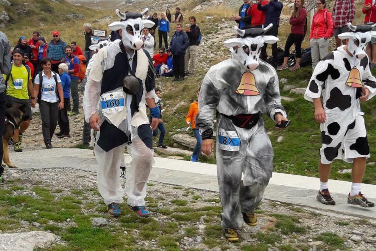 Concorrenti in maschera alla Muc Fun Race 2016