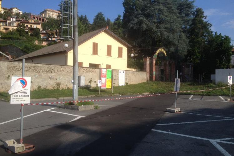 Lo spicchio di piazza De Agostini riservato al cantiere della Funicolare