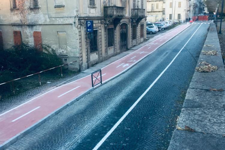 La nuova pista ciclabile di via Cernaia