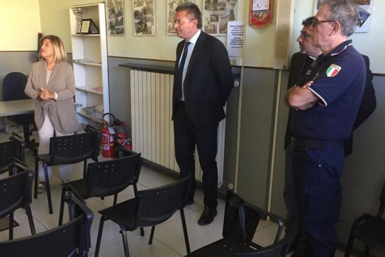 Il prefetto Gallo con il sindaco Cavicchioli, l'assessore La Malfa e il responsabile della Protezione Civile Lometti durante la visita