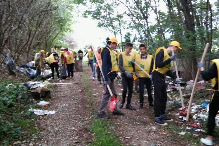 Volontari al lavoro nell'edizione 2015