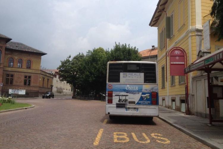 Il bus sostitutivo della Funicolare al capolinea di piazza La Marmora