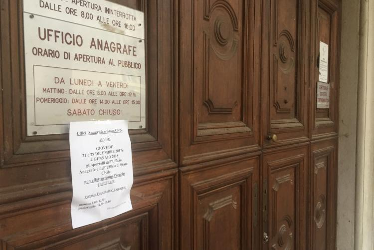 L'ingresso dell'ufficio anagrafe di via Battistero