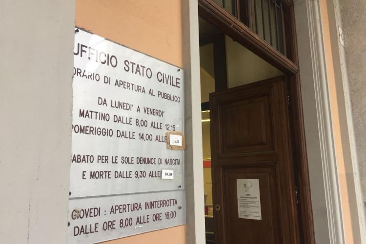 L'ingresso dell'ufficio di stato civile di via Battistero
