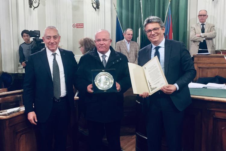 Valentino Moda tra Dino Gentile e il sindaco Marco Cavicchioli