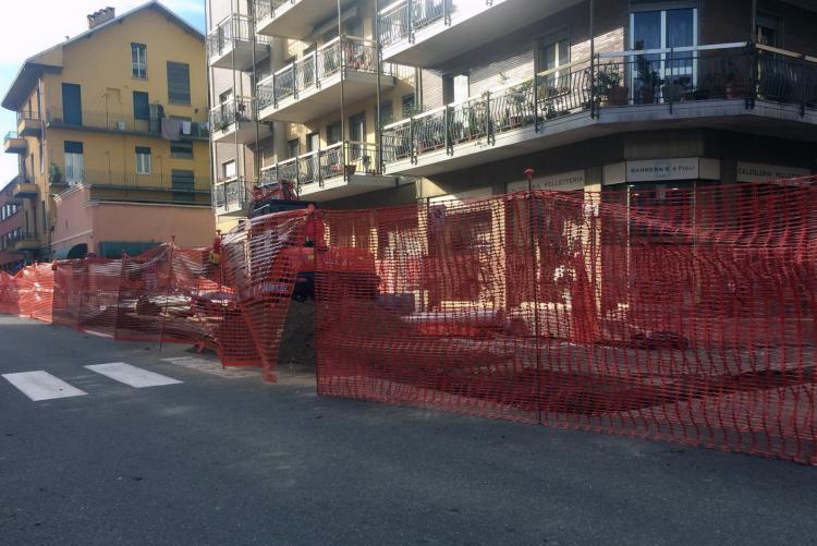 Il cantiere per la rete gas di via Piave