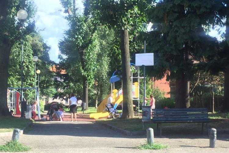 Il parco giochi appena rinnovato di via Umbria al Villaggio La Marmora
