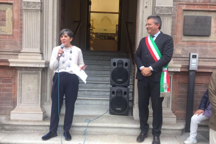 L'assessore alla cultura Teresa Barresi e il sindaco Marco Cavicchioli alla riapertura della Palazzina Piacenza