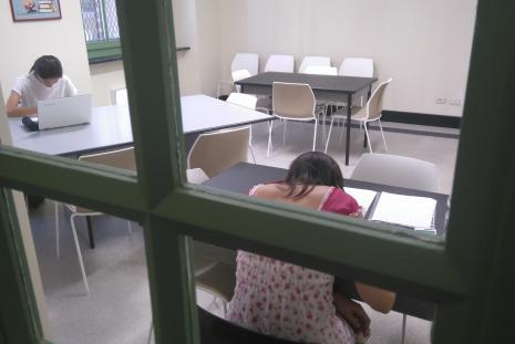 Gli spazi per studio e lettura nella sala coworking al piano terra