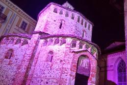 Il Battistero illuminato di rosa