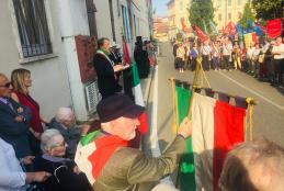 Il vicesindaco Diego Presa durante la commemorazione dell'eccidio di piazza Martiri