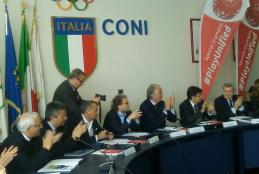 Il sindaco Cavicchioli durante la conferenza stampa alla sede Coni di Roma
