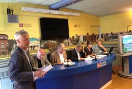 Stefano Mosca (in primo piano) e gli assessori Leone e Barresi alla conferenza stampa di presentazione del percorso cicloturistico