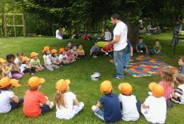 Un laboratorio per bambini dell'associazione Andirivieni (Foto: Facebook/Andirivieni Biella)