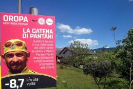 La palina con dedica a Marco Pantani nel punto in cui nel 1999 gli cadde la catena