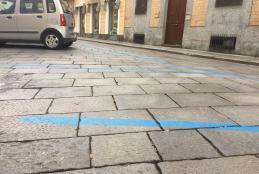 La zona blu di via Amendola
