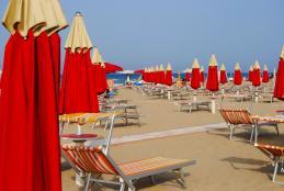 La spiaggia di Rimini (immagine di Marco Ferrini - Pixabay)