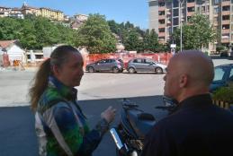 L'assessore Varnero con un commerciante di via Sebastiano Ferrero