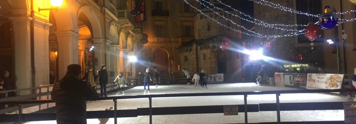 La pista di pattinaggio di piazza Monsignor Rossi