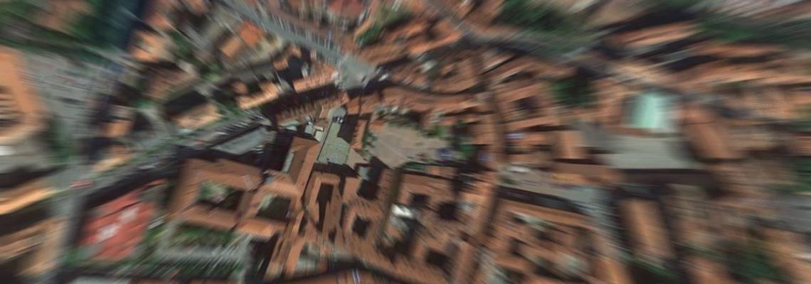 Riva dall'alto. Al centro, piazza del Monte